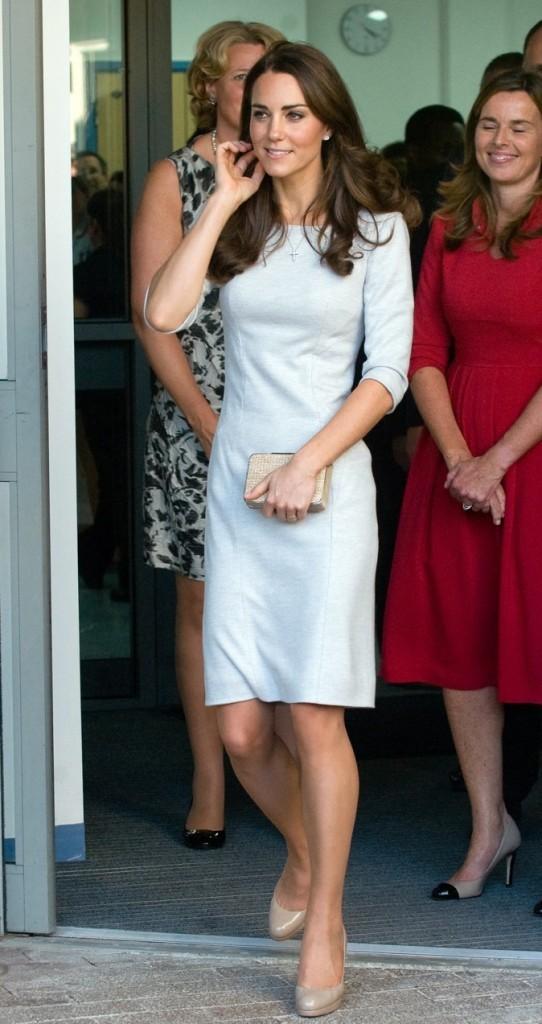 En robe bleu clair, Kate Middleton est ravissante !