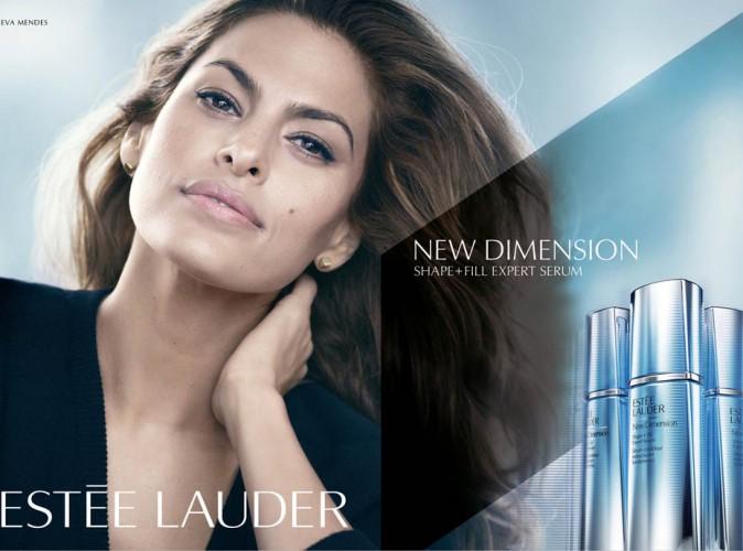 La nouvelle photo officielle d'Eva Mendes pour Estée Lauder