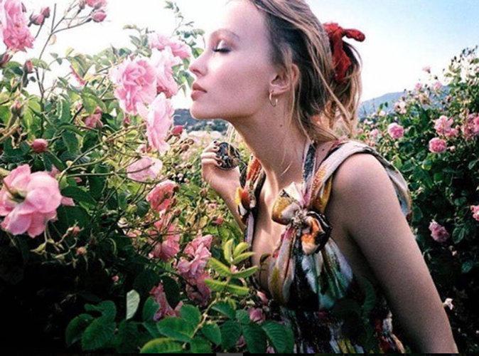 Lily-Rose Depp : estivale et bohème pour Chanel
