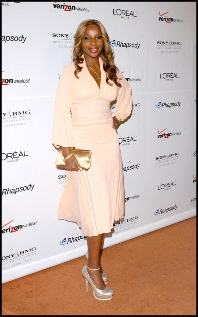 Mary J Blige avec sa robe orangé pastel