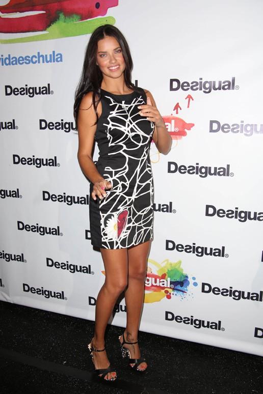 Adriana Lima au défilé Desigual organisé à New-York le 4 septembre 2014