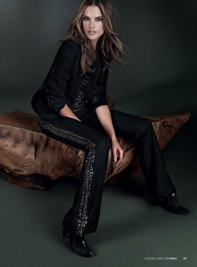 Chic et glamour avec son ensemble brodé