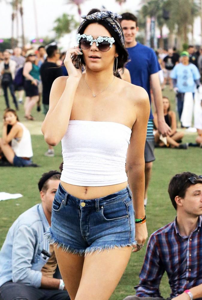 Kendall Jenner et ses lunettes à fleurs !