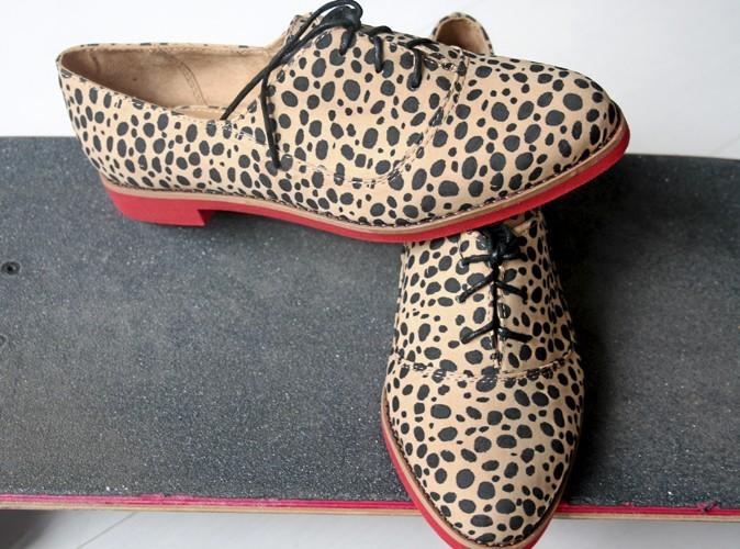 Derbies léopard et rose, Bershka 39,99 €