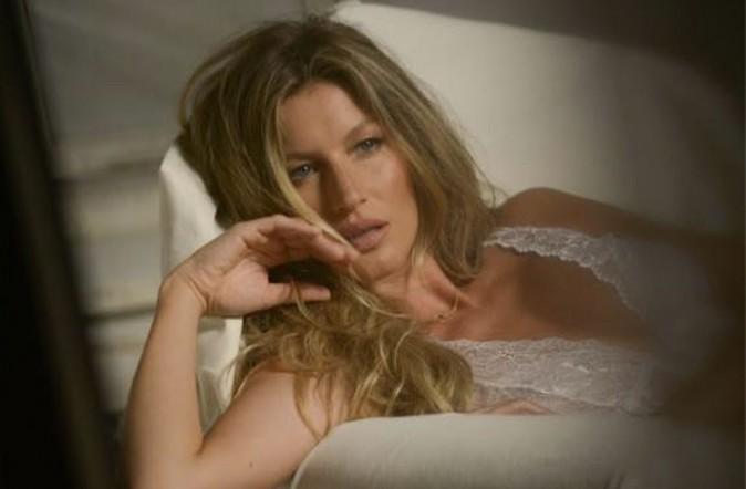 Mode : Gisele Bündchen : elle dévoile un cliché backstage de son nouveau shooting lingerie !