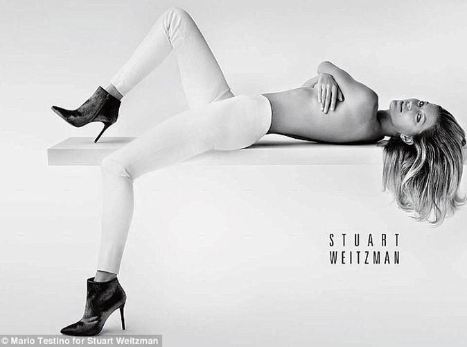 Mode : Gisele Bündchen topless pour Stuart Weitzman !