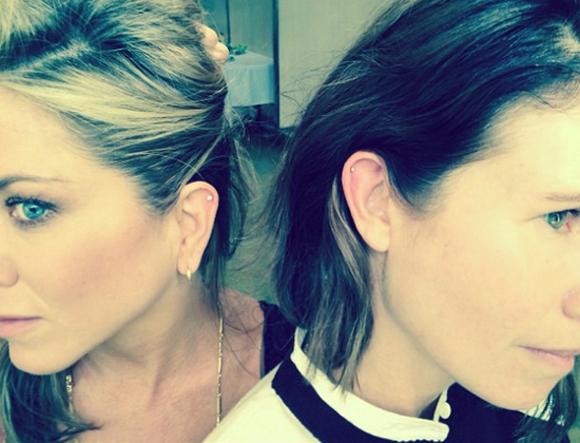 Jennifer Aniston piercée à l'helix de l'oreille