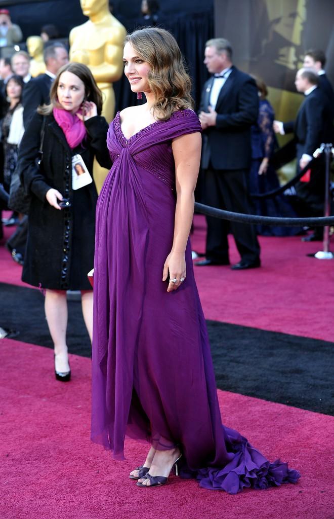 """Le look """"maternity chic"""" de Natalie Portman conseillé par Kate Young"""