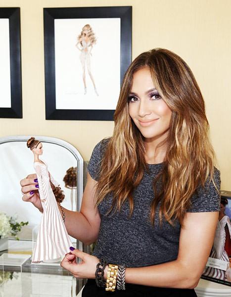 Jennifer Lopez et sa Barbie... sans forme !