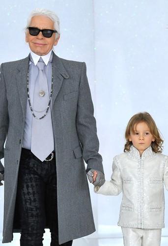 Mode : Karl Lagerfeld : Il agrandit son empire en créant une collection pour enfant ...