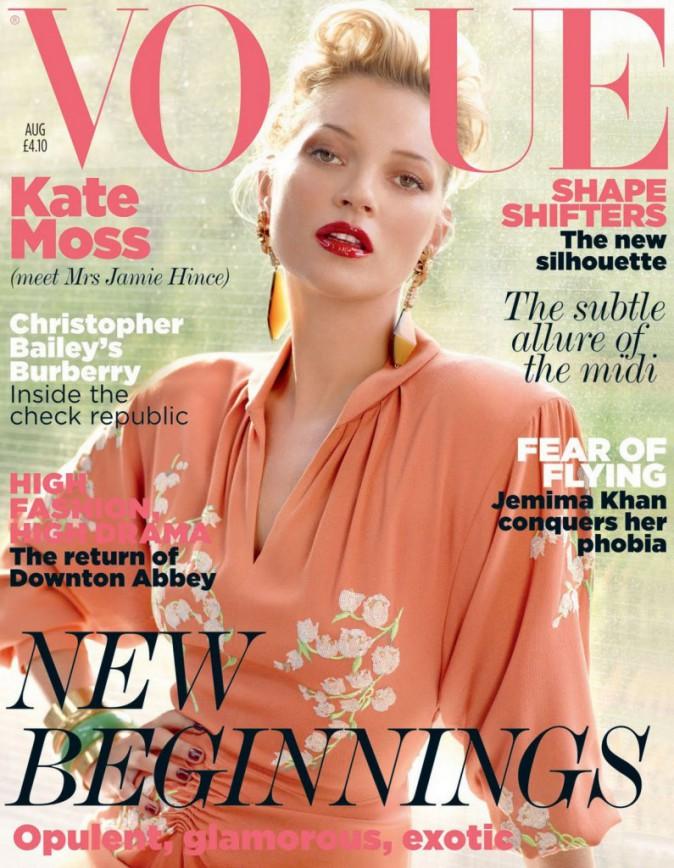 Kate Moss telle une dame pour le moi d'Août