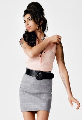 Un ensemble dessiné par Amy Winehouse pour la marque Fred Perry.