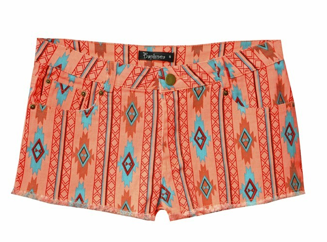 Short en denim à motifs incas, Daphnea, 39 €