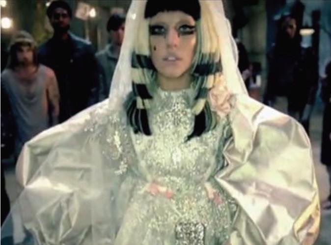 """Mode : Lady Gaga ressuscite Christian Lacroix pour son nouveau clip """"Judas"""" !"""