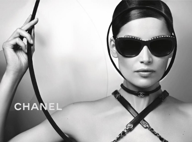 Mode : Laetitia Casta joue les beautés à lunettes et devient la nouvelle ambassadrice Chanel Eyewear !