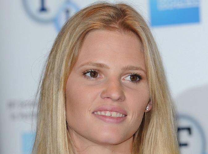 Mode : Lara Stone : elle se confie sur ses dents et ses seins !