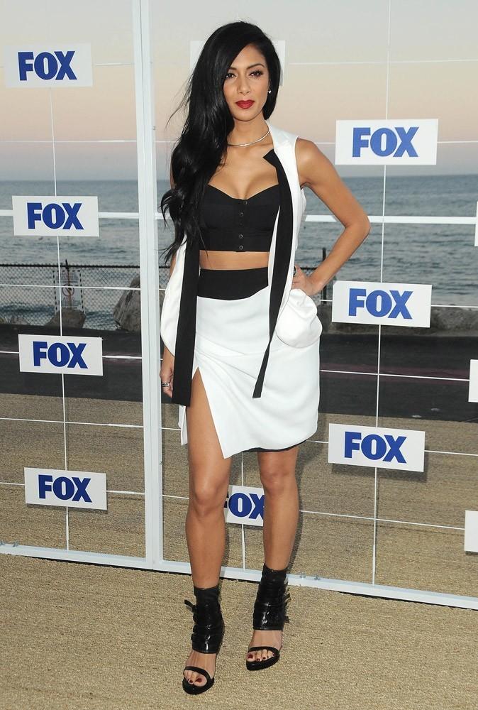 Nicole pour l'enregistrement de X Factor, un style black & white sexy