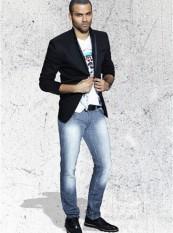 Tony Parker pose avec des vêtements Liberto !