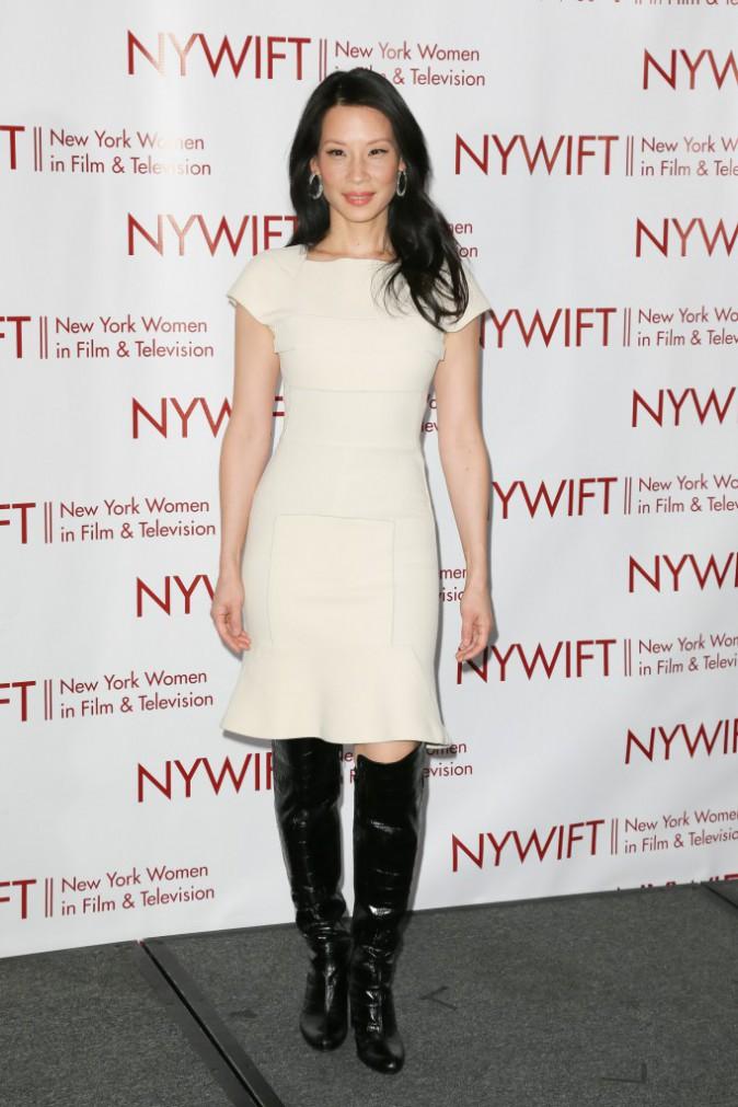 Lucy Liu et sa robe Roland Mouret