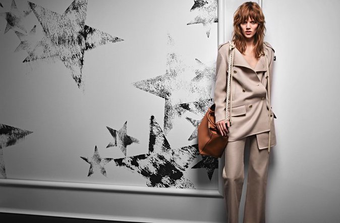 Photos : Freja Beha adopte un look seventies pour la nouvelle campagne Max Mara