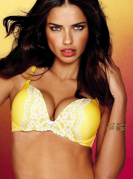 Adriana Lima pour la collection Very Sexy de Victoria's Secret