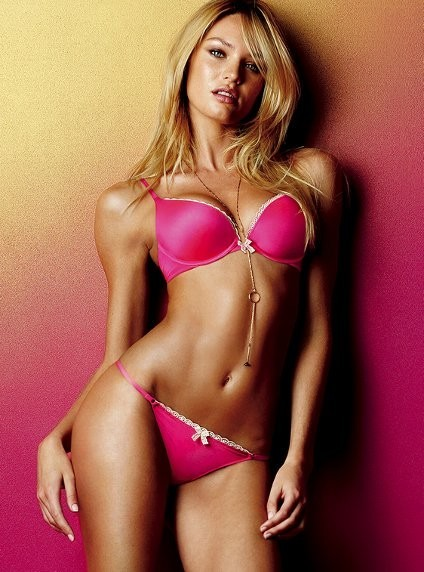 Candice Swanepoel pour la collection Very Sexy de Victoria's Secret