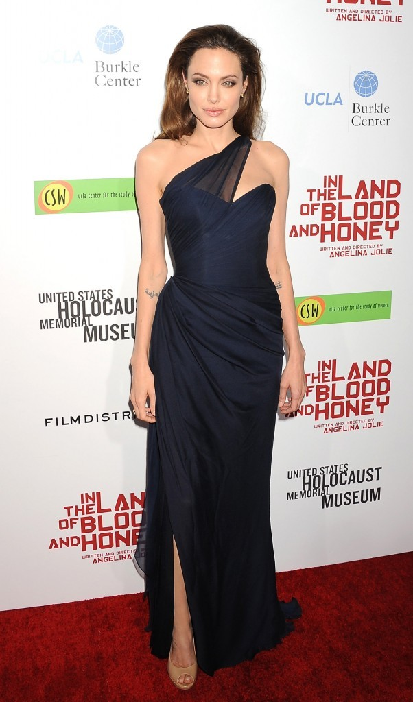 "Angelina Jolie à l'avant première du film "" In the land of blood and honey"" à LA !"
