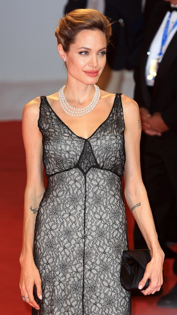 Angelina Jolie déchaîne les flashs des photographes !