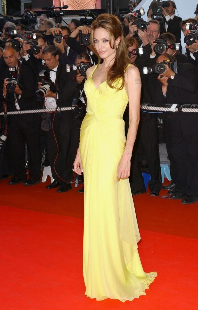 Angelina Jolie monte les marches à Cannes !
