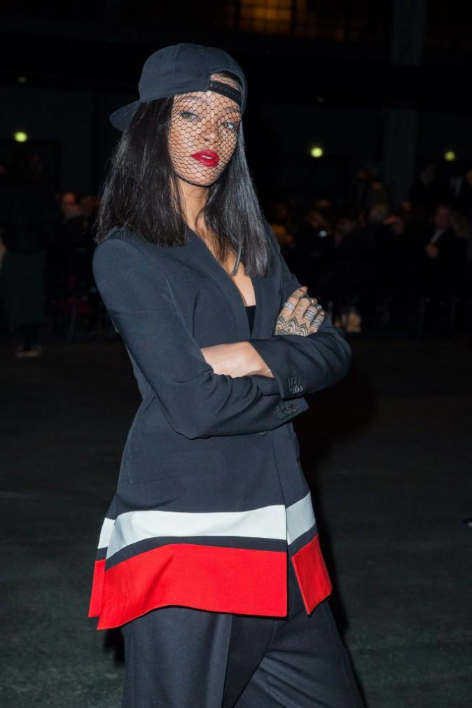 Rihanna et Noomi Rapace : laquelle des deux porte le mieux la veste Givenchy ?