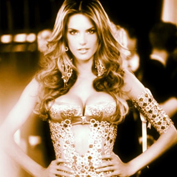 Beauté : Alessandra Ambrosio : en 33 photos sexy pour ses 33 ans aujourd'hui !