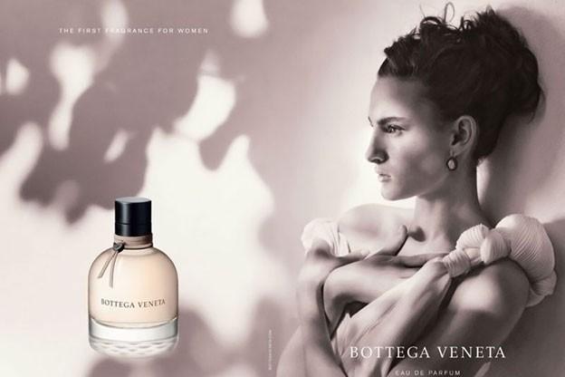 La campagne officielle pour le premier parfum Bottega Veneta avec Nine d'Urso