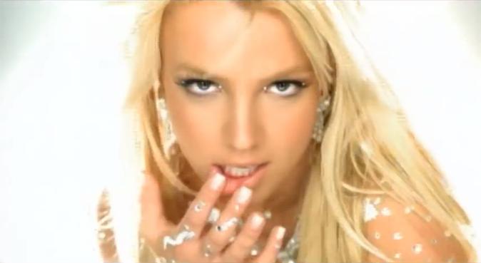 Britney Spears blonde dans le clip Toxic !