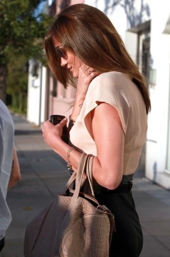 Rosie Huntington: même de profil... il n'y a rien à redire!