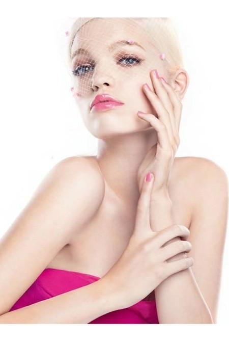 Daphné Groeneveld est la nouvelle égérie des Gloss Dior Addict