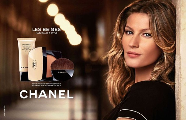 """Beauté : Gisèle Bündchen, une beauté nude et fraîche pour la dernière campagne """"Les Beiges"""" de Chanel !"""