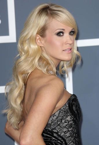 Carrie Underwood et sa magnifique chevelure ondulée.