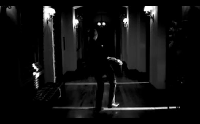 Un pas de danse esquissé dans le couloir ...