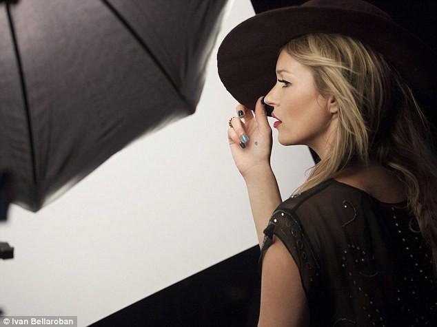 Backstage de la campagne de Kate Moss pour Rimmel