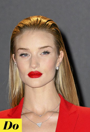 Rosie Huntington- Whiteley : Un wet look parfait pour le red carpet