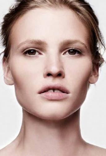 Lara Stone belle et naturelle pour Calvin Klein