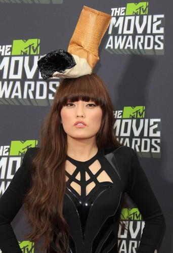 Hana Mae Lee a fait un flop avec son chapeau mégot... Sans ça aurait pu être top !