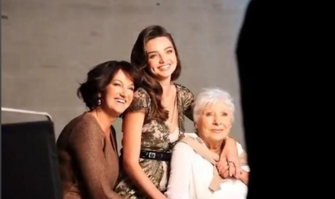 Miranda, Therese et Ann Kerr sur le shooting de The Australian Women's Weekly