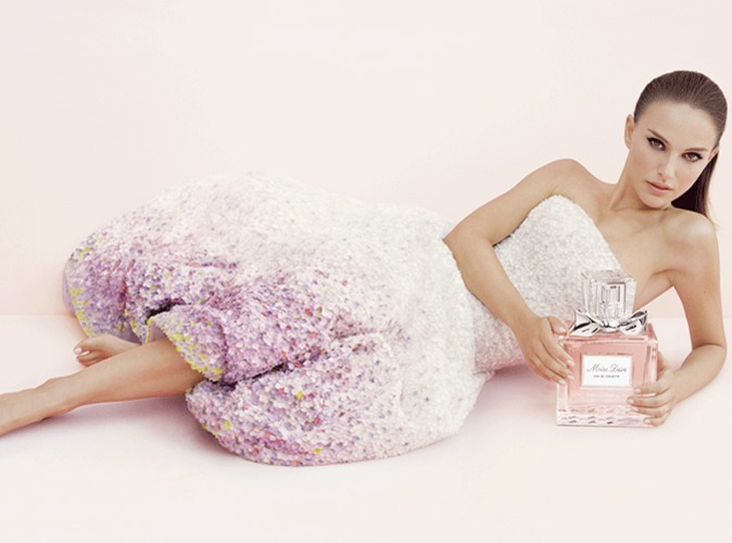 Natalie Portman voit la vie en rose avec Dior