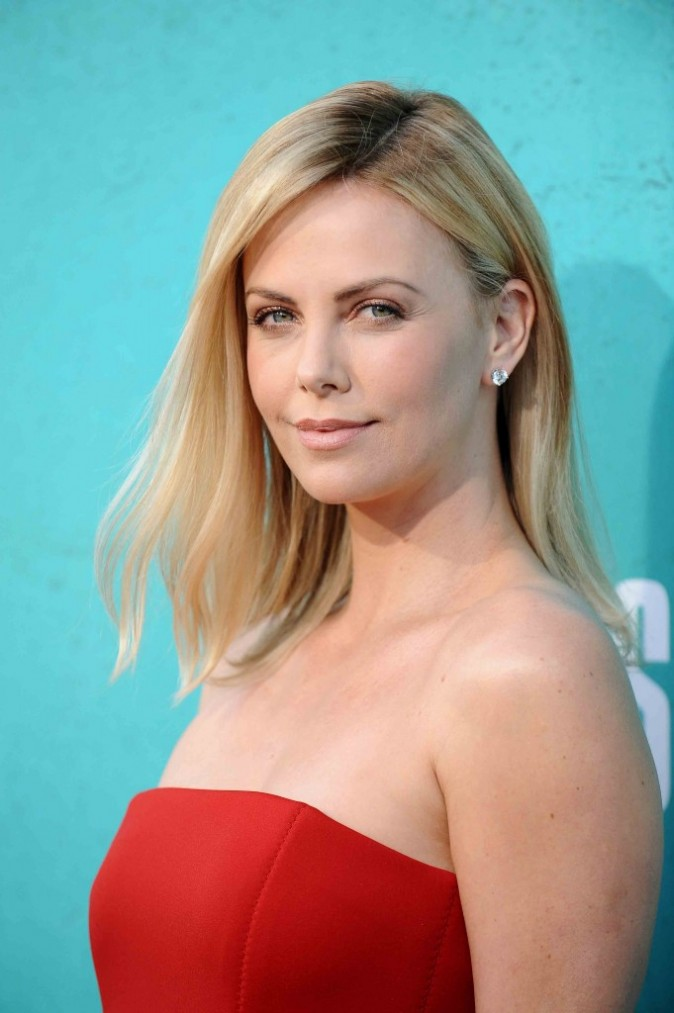 Charlize Theron au MTV Movie Awards à Los Angeles, juin 2012