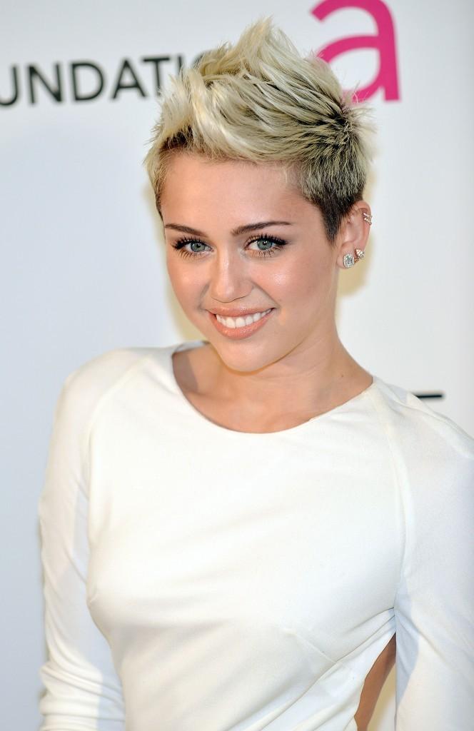 Miley Cyrus lors du gala de la Elton John AIDS Foundation à Los Angeles, le 24 février 2013