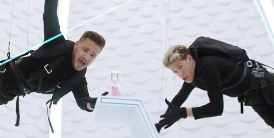 """Découvrez le spot des One Direction pour leur troisième parfum """"You and I""""."""