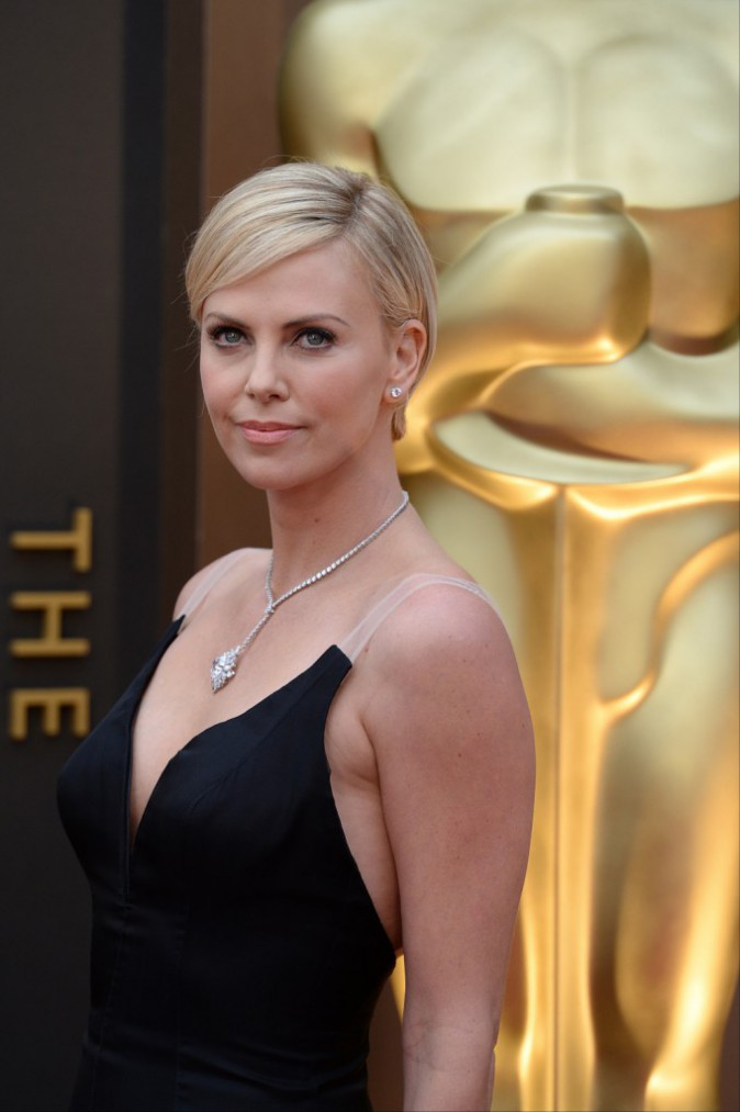 Charlize Theron et sa coupe courte