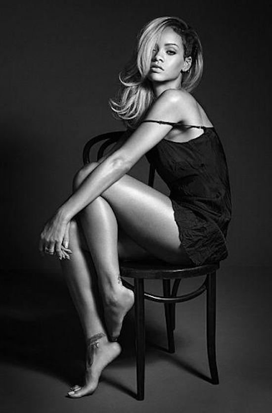 Beauté: Rihanna : une diva arrogante pour la première photo promo de son nouveau parfum !