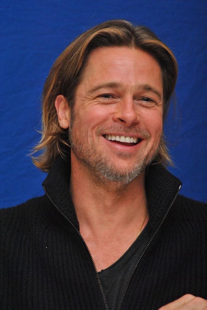 Les cheveux mi-longs de Brad Pitt !